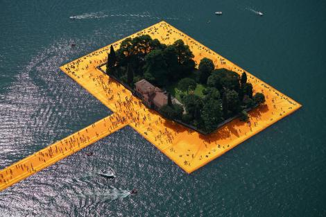 Floating piers.jpg